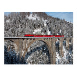 Montañas nevadas Suiza del pino rojo del tren Tarjetas Postales