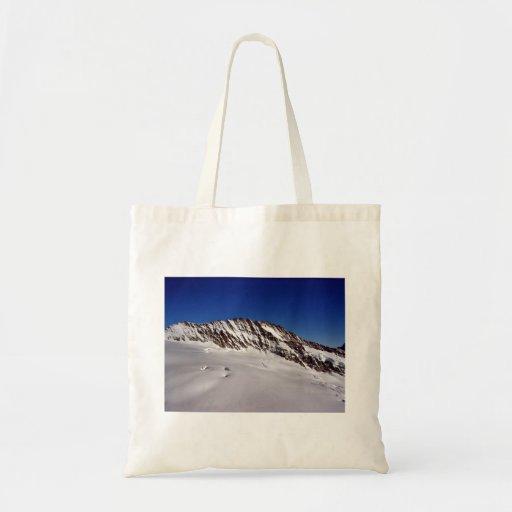Montañas Nevado contra el cielo azul Bolsa De Mano