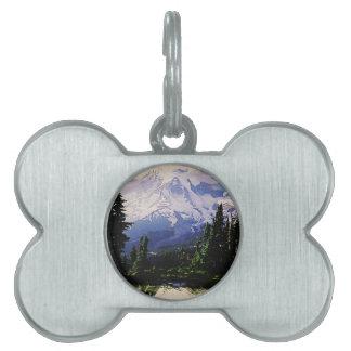 montañas nevosas placa de mascota