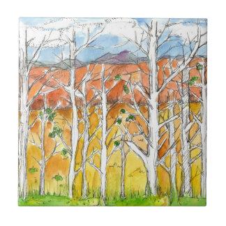 Montañas púrpuras de la arboleda del árbol de azulejo cuadrado pequeño
