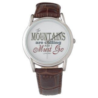 Montañas que llaman la cita de la tipografía - relojes de pulsera