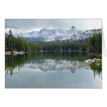 Montañas, reflexión, lago, interior en blanco tarjeta de felicitación