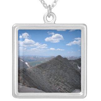 Montañas rocosas Moonscape de Colorado Colgante Cuadrado