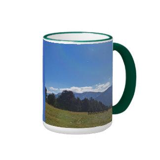 Montañas, valle, colinas taza a dos colores