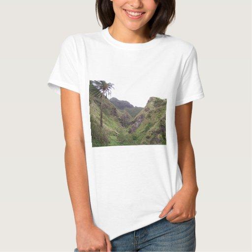 Montañas verdes escénicas polera