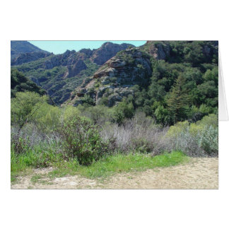 Montañas verdes tarjeta de felicitación