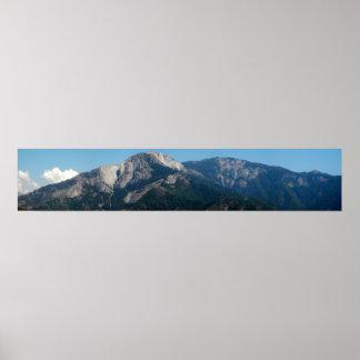 Montañas, visión en el parque nacional de secoya poster