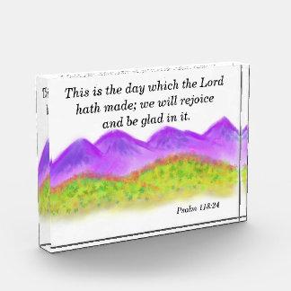 Montañas y 118:24 del hills_Psalm