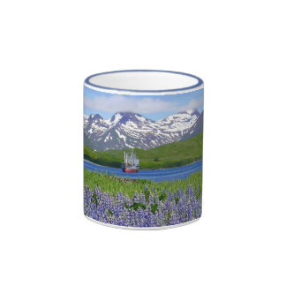 Montañas y altramuces de Makushin Taza A Dos Colores