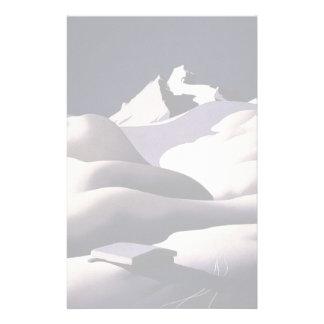 Montañas y colinas de la nieve en invierno papeleria de diseño