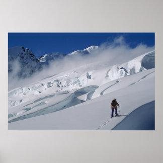 Montañés en el glaciar de Tasman en soporte Póster