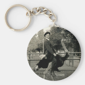 Montar a caballo 1910 de la avestruz llavero