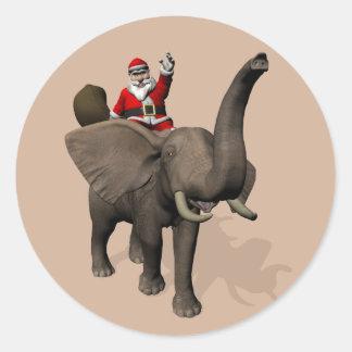 Montar a caballo alegre de Papá Noel en elefante Pegatina Redonda