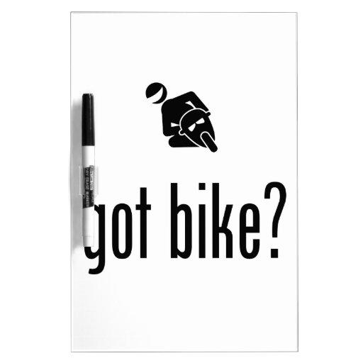 Montar a caballo de la bici del bolsillo tablero blanco