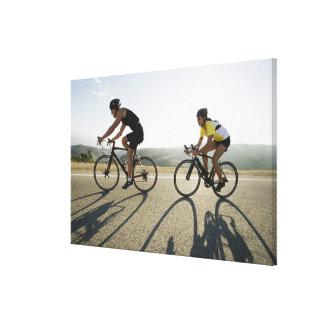 Montar a caballo del camino de los ciclistas en impresión en lona estirada
