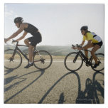 Montar a caballo del camino de los ciclistas en Ma Azulejo Cuadrado Grande
