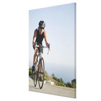 Montar a caballo del camino del ciclista en Malibu Impresión En Lona Estirada