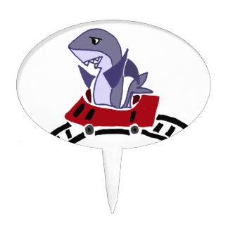 Montar a caballo del tiburón de la diversión en la figura para tarta