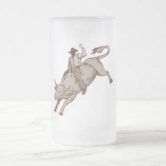 Montar a caballo del toro del vaquero del rodeo taza