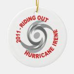 Montar hacia fuera el huracán Irene 2011 Ornamento Para Arbol De Navidad