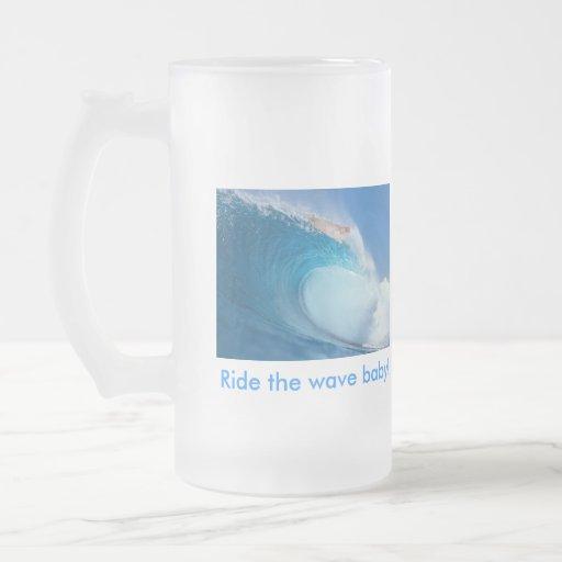 ¡Monte al bebé de la onda! Tazas De Café