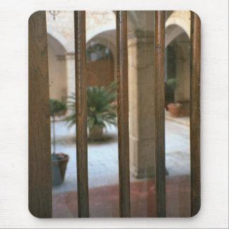 Montecassino, mirada en el patio mouse pads