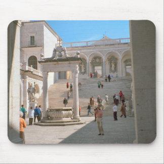 Montecassino, patio de la entrada mousepad