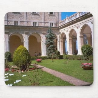 Montecassino, patio del jardín alfombrillas de raton