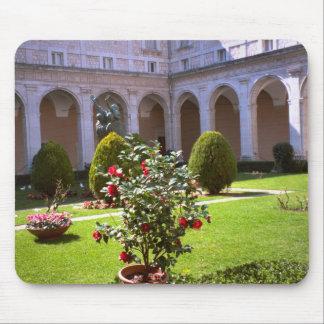 Montecassino, patio del jardín mouse pad