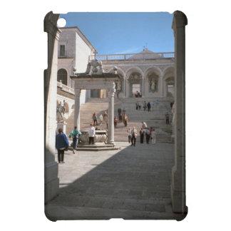 Montecassino, patio y entrada