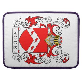 Montó el escudo de armas II Fundas Para Macbook Pro