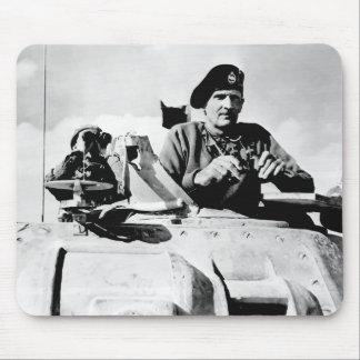Monty en un tanque tapete de ratones