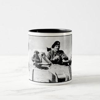 Monty en un tanque taza de café de dos colores