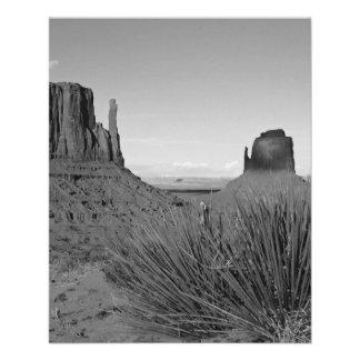 Monument Valley in Arizona/Utah (black and white) Flyer