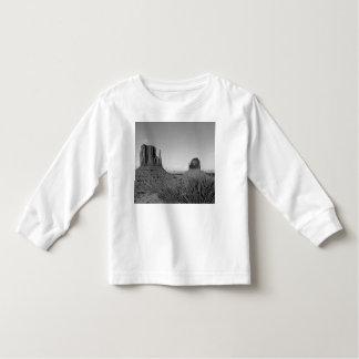 Monument Valley in Arizona/Utah (black and white) T-shirt