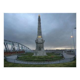 Monumento a los hombres heroicos titánicos de la impresión fotográfica