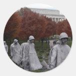 Monumento coreano y caída del Lincoln memorial Etiqueta Redonda