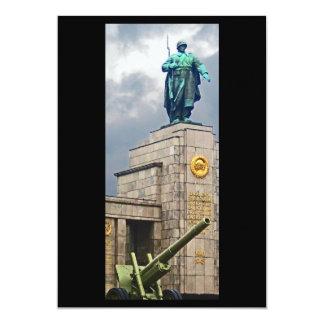 Monumento de guerra, Berlín, soldado y arma Invitación 12,7 X 17,8 Cm
