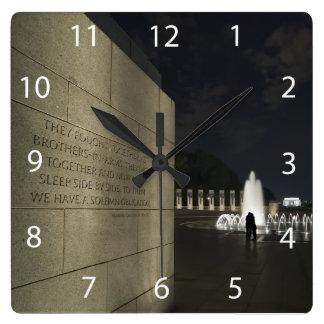 Monumento de la Segunda Guerra Mundial Reloj Cuadrado