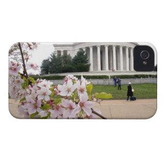 Monumento de Thomas Jefferson con las flores de iPhone 4 Protectores