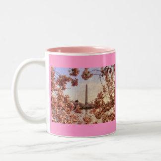 Monumento de Washington y taza de las flores de