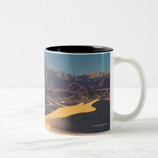 Monumento nacional de Death Valley, California Taza De Café De Dos Colores