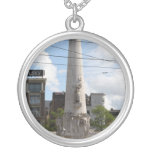 Monumento nacional holandés collar plateado