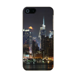Moon rises over midtown New York. Metallic Phone Case For iPhone SE/5/5s