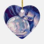 Moonborn - sirena y bebé adorno navideño de cerámica en forma de corazón