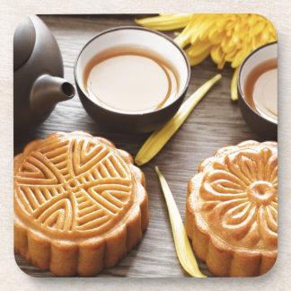 Mooncake y té, mediados de festival chino del otoñ posavasos