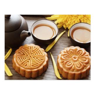 Mooncake y té, mediados de festival chino del otoñ tarjeta postal