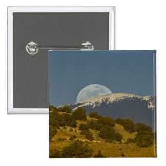 Moonrise over the Sangre de Cristo Mountains, Buttons