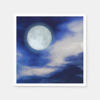 Moonscape con las nubes iluminadas por la luna servilleta de papel