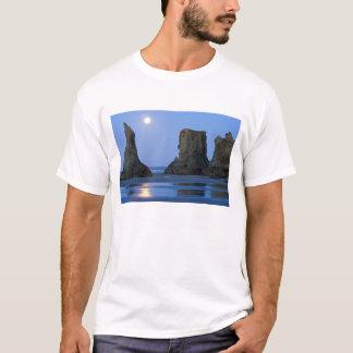 Moonset, Bandon Beach, Oregon. T-Shirt